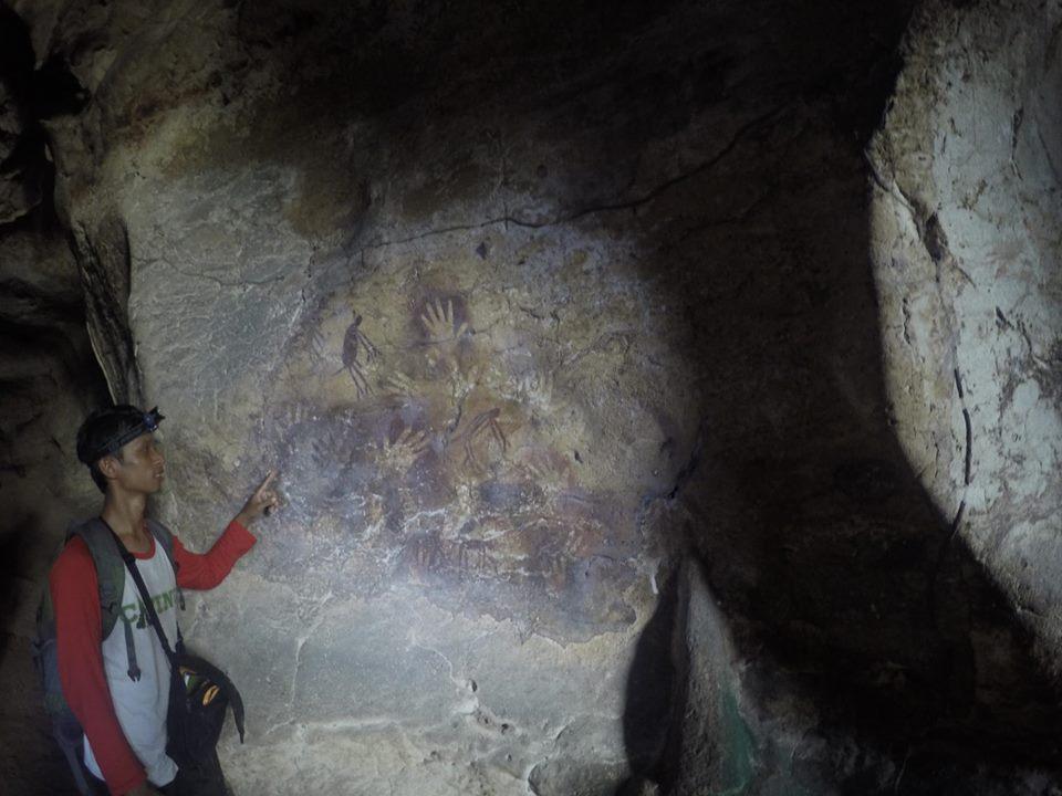 Rock Art di Gua Tapak Tangan (Foto: FPKKT)