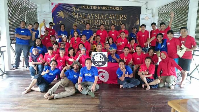 Foto bersama pada acara 2nd Malaysian Cavers Gathering 2016
